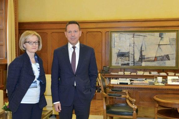 Η πρόεδρος του Εποπτικού Συμβουλίου της Ευρωπαϊκής Κεντρικής Τράπεζας και επικεφαλής του SSM Ντανιέλ Νουί με τον διοικητή της Τράπεζας της Ελλάδος Γιάννη Στουρνάρα
